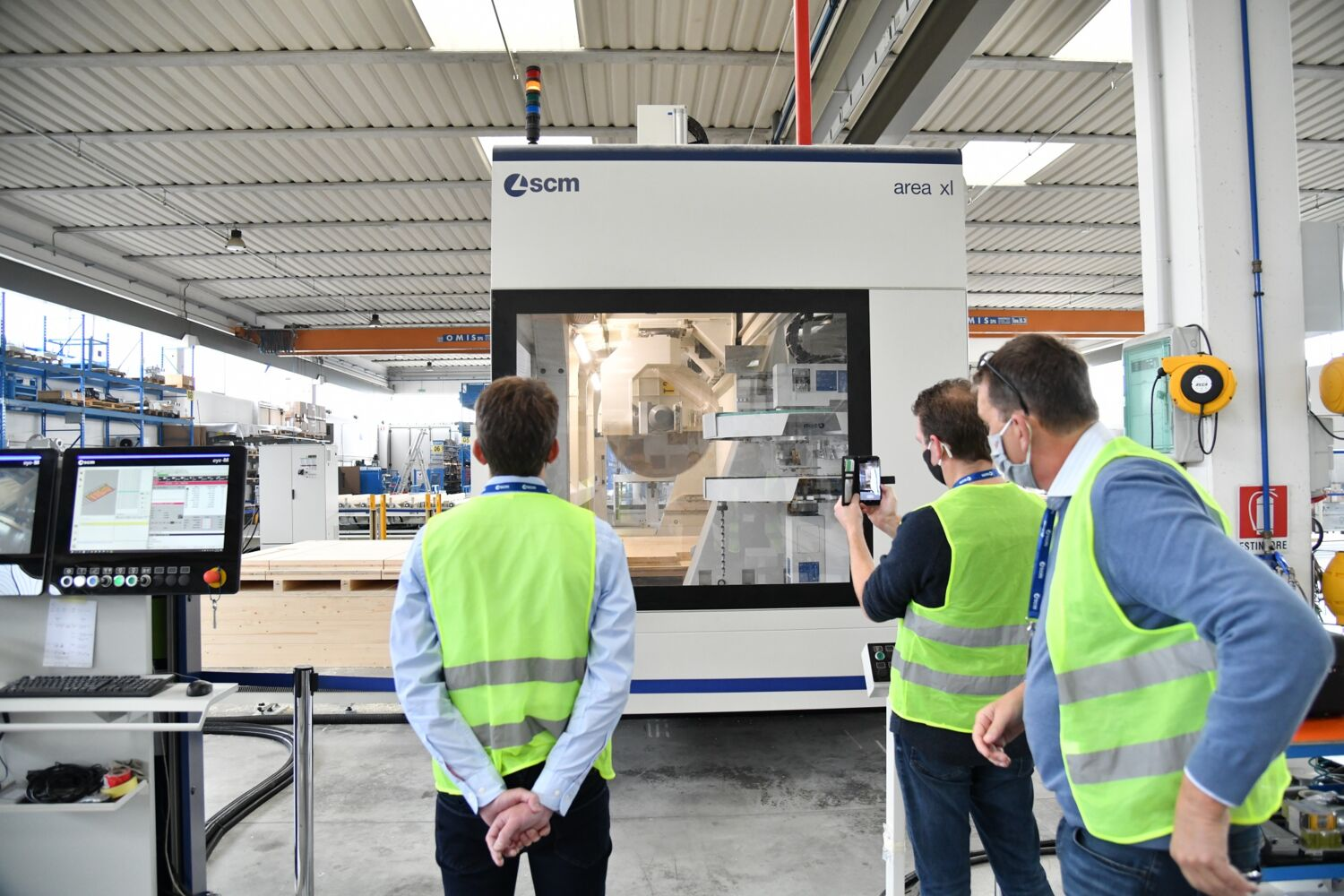 "Great interest in the new ""extra-large"" cnc machining centre for the wooden construction industry"